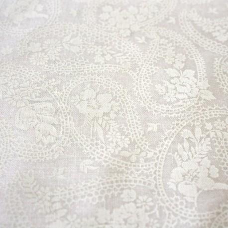 tissu imprim cachemire fond blanc cass au fil d 39 emma. Black Bedroom Furniture Sets. Home Design Ideas