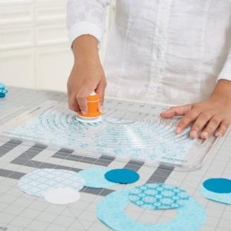 Cutter circulaire pour tissus (combiné règle + cutter) - Fiskars