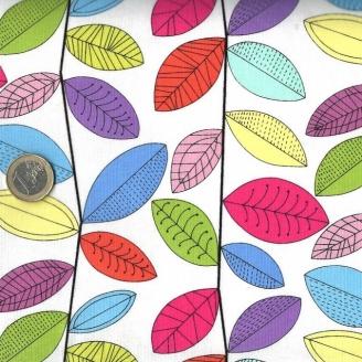 Tissu patchwork feuilles multicolores fond blanc cassé