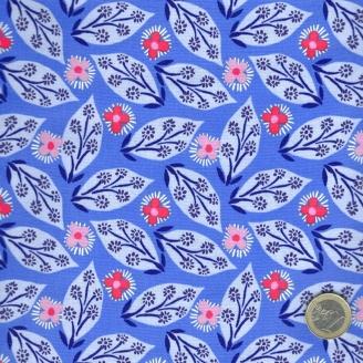 Tissu patchwork fleurs et feuilles fantaisie fond bleu azur - Voyage de Kate Spain