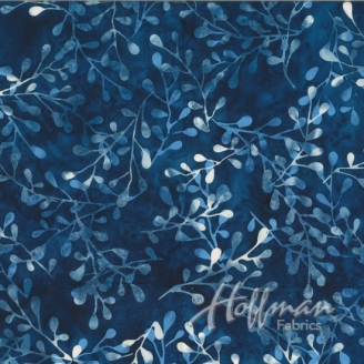 Tissu batik feuillages bleu/écru fond bleu jean