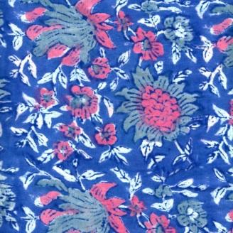 Voile de coton indien - fleur rose fond bleu