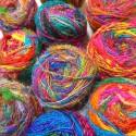 Fil de soie de sari en pelote multicolore