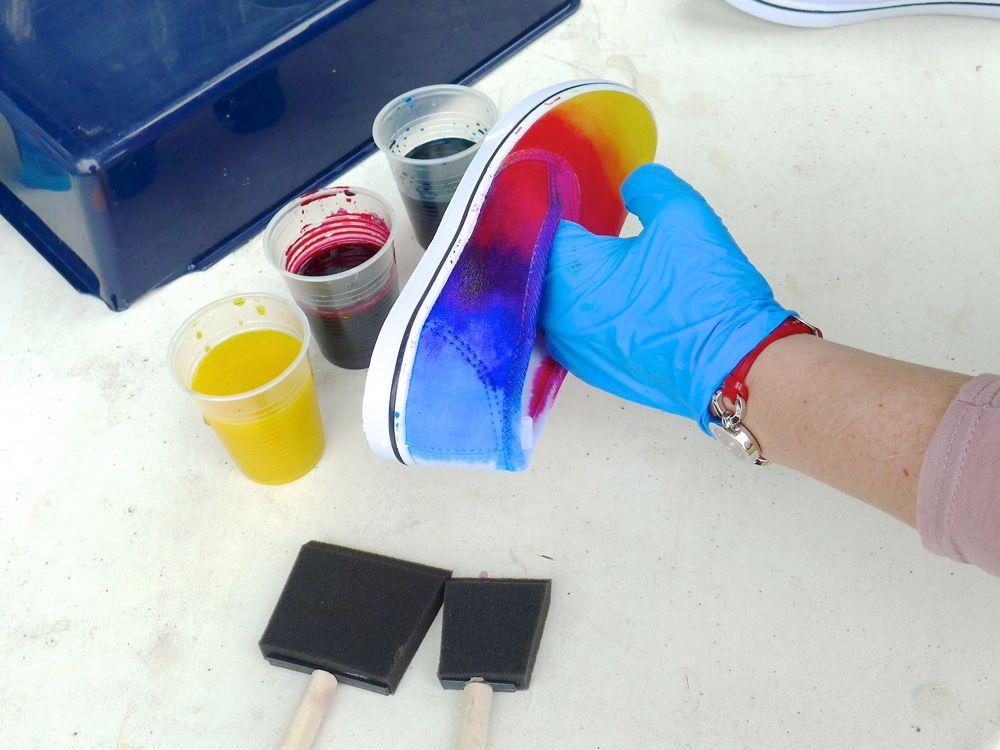 Comment teindre des tennis multicolore?